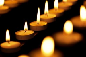 burning_candles_in_church_209033
