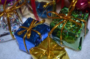 wrapped-gifts-ornaments